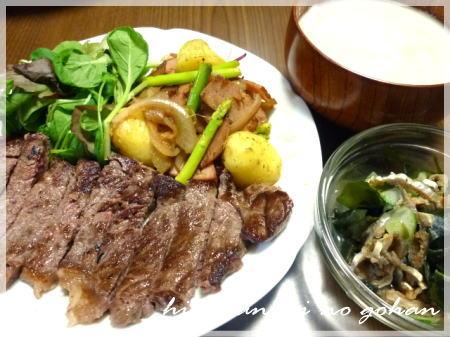 20111025ステーキ、じゃがアスパラ、はもの皮の酢の物、ミルクスープ
