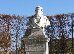 ダビンチの像