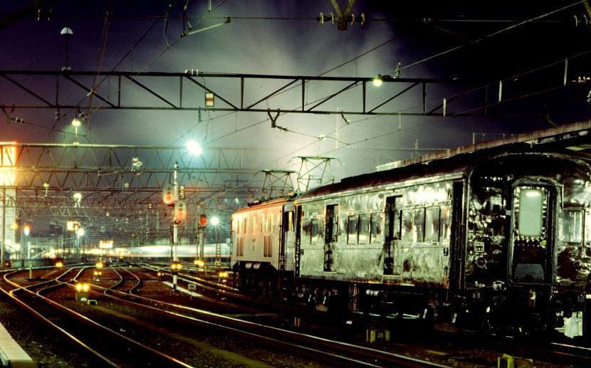 夜の名古屋駅にて