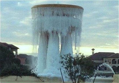 噴水が凍る