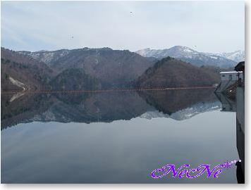 湖面に映る景色
