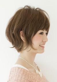 40代に人気の髪型 カーヴィーダンス 樫木裕実さんのショートヘアスタイル
