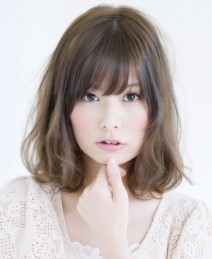 丸顔克服☆簡単ヘアアレンジOK♪人気のミディアムヘアスタイル