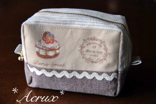 201303_cosmetic_pouch_2.jpg