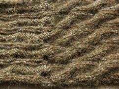 カーキモヘアの縄編みスヌード04