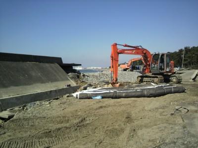 破られた堤防の補修