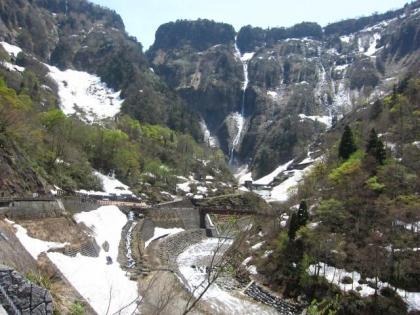称名滝までの道