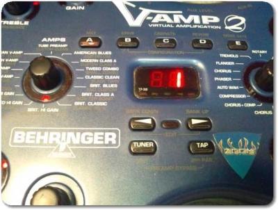 ベリンガーV-AMP2どアップ