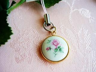 可愛い薔薇の携帯ストラップ