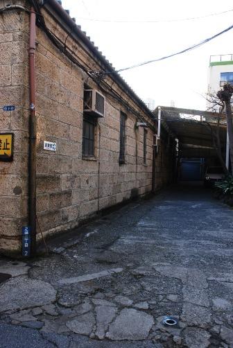 倉庫の奥へ