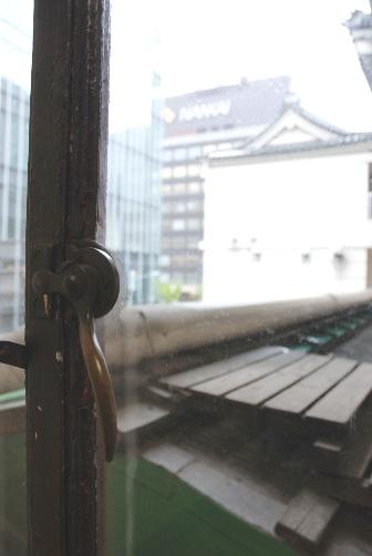 二階窓から