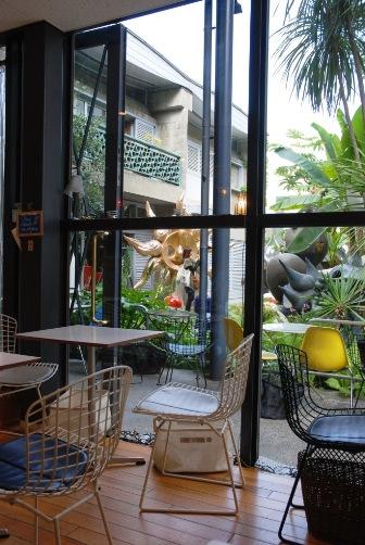 201005お庭の見えるカフェで