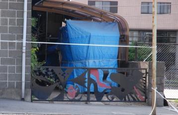 201005記念館裏門