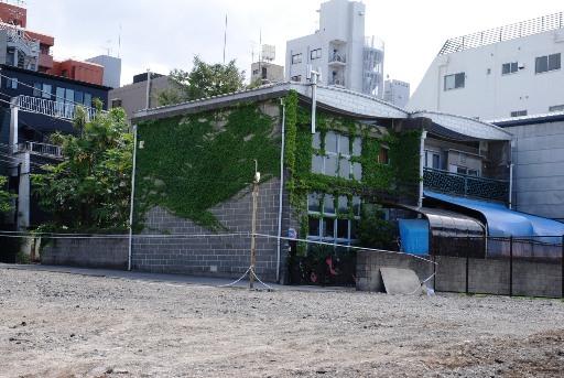201005記念館裏側