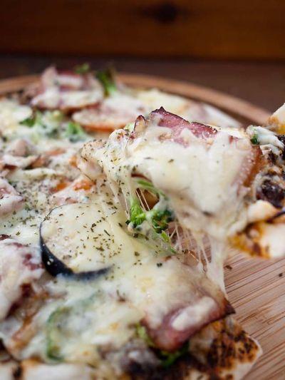 弓ヶ浜 e73 季節の野菜と自家製ベーコンのピッツァ