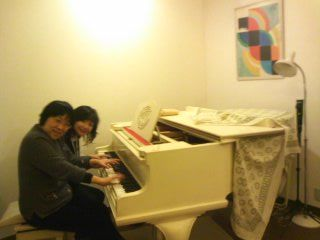 K邸白いピアノ120308_1949~01