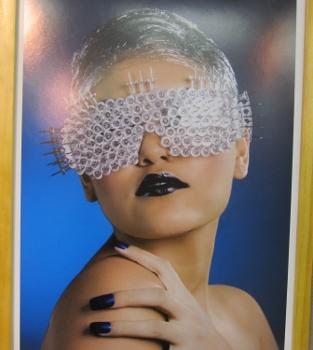 アイマスクの美女