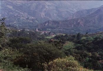 丘の上からビルカバンバを見下ろして