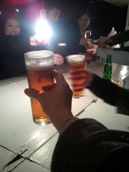 打ち上げ!ビールの泡が消えてますがw