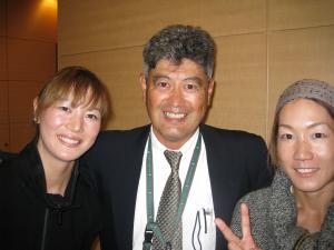 ダブルスパートナー高橋令さんと堀内監督(亜細亜大)と3ショット