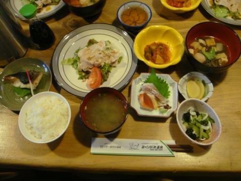 山荘の夕食