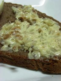 10.07.04ロッゲンで朝食_くるみバター