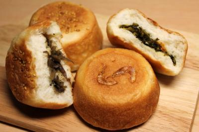 11.01.18きんぴら&えび高菜のパン