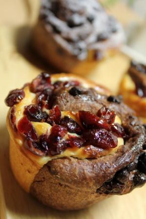11.02.23クランベリーとチョコの渦巻きパン_横から
