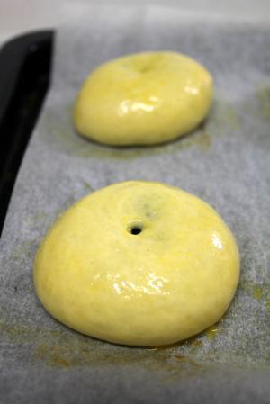 11.03.29木苺あんパン_焼成前