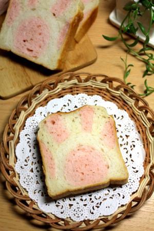 11.04.11ネコノテ食パン