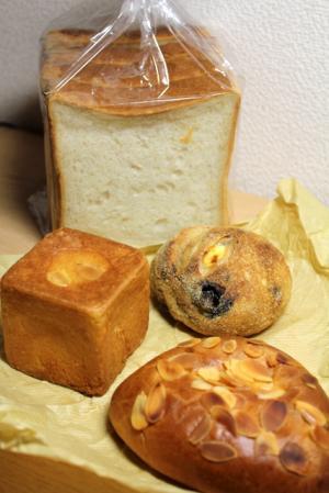 11.05.04カドナのパン
