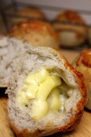 11.09.01きのこパン_チーズ入り