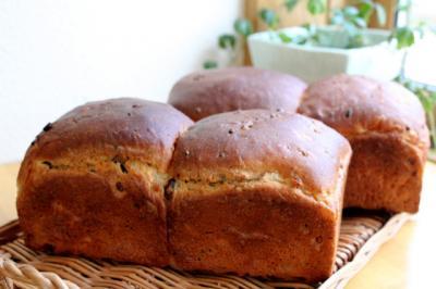 11.11.21小豆と15穀の食パン