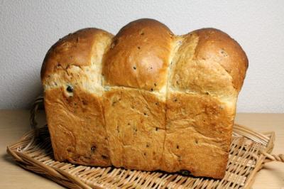 11.11.28小豆と15穀の食パン