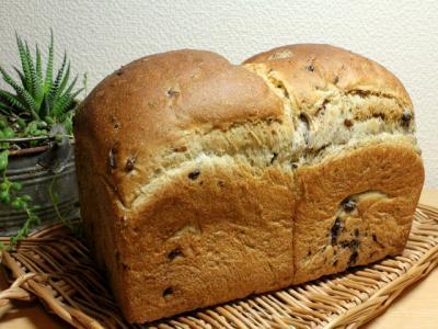 11.12.02小豆と15穀の食パン