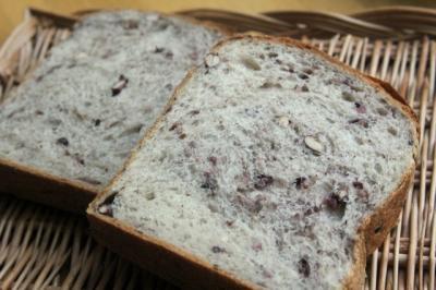 11.12.20小豆と15穀の食パン_クラム