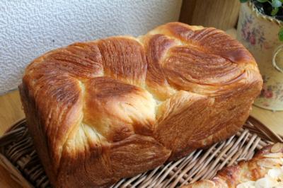 12.01.23デニッシュ食パン_アップ