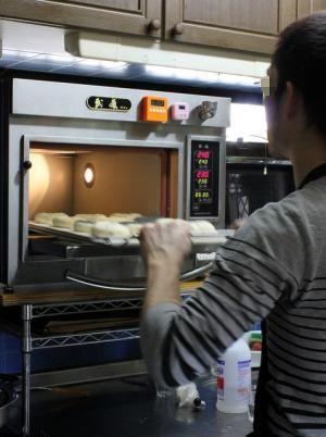 12.04.15出張パン教室10_ゼンメル焼成