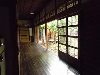 岡田邸廊下