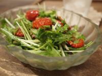 水菜とドライトマトのオイル漬けのサラダ