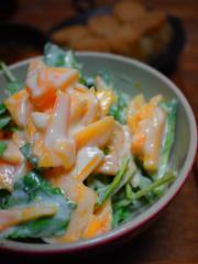 ルッコラと柿のヨーグルトサラダ