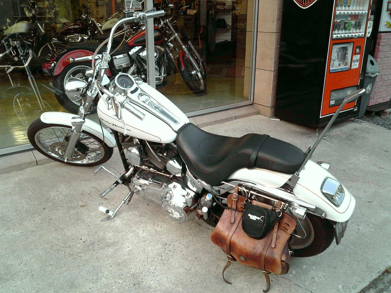 R氏は、アメリカン・バイクは頭悪そうに見えるという。まあ正解だ。 しかしやってる方も多分それを目ざしてんだからいいのではないだろうか。