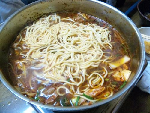 鍋のしめに麺