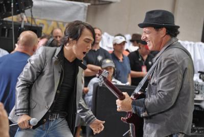 Arnel Pineda & Neal Schon