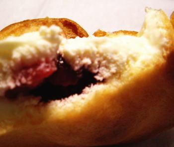 ホイップクリームといちごのコンフィチュール、メチャ合います。