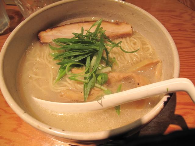 軍鶏白湯ラーメン