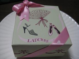ラデュレマカロン箱