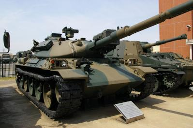 JGSDF_Type74_tank_(Public_Information_Center).jpg