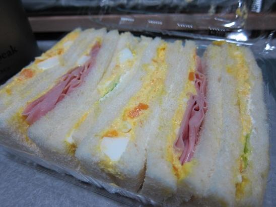 ローソン「マムズキッチン・サンド ハムたまごBOX 期間限定増量」2