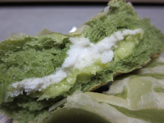 ヤマザキ「まるでメロンのパン(熊本県産マロン果汁入りクリーム&ホイップ」3